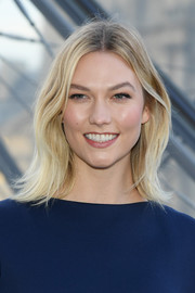 Karlie Kloss looked stylish with her modern flip at the Louis Vuitton Fall 2019 show.