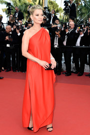 Kate Moss was a goddess in vintage red Halston at the Cannes premiere of 'Loving.'