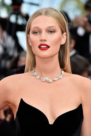 Toni Garrn wore a classic straight center-parted style to the Cannes premiere of 'Loving.'