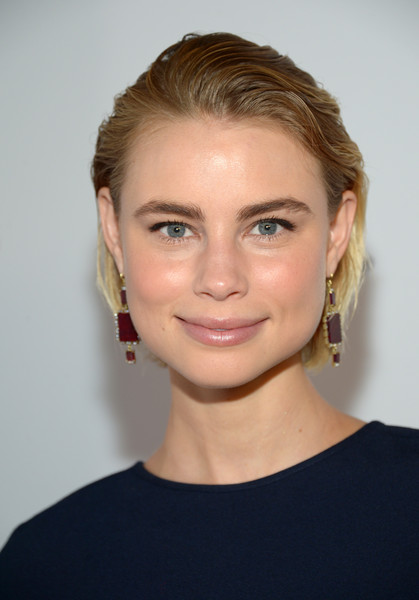 Lucy Fry Short Straight Cut