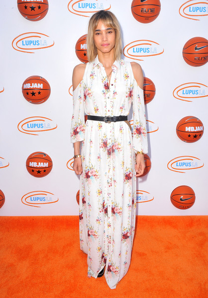 Sofia Boutella looked ultra girly in a cold-shoulder maxi shirtdress at Lupus LA's MBJAM 17.