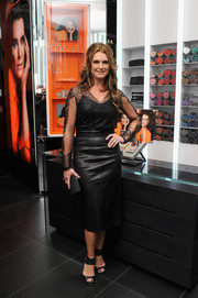 Brooke Shields injected an edgy touch with a black leather pencil skirt.