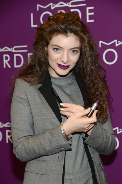 Lorde coated her nails in silver for the launch of her MAC Cosmetics collection.