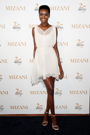 Maria Borges complemented her frock with simple white heels.