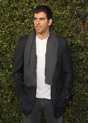 Eli Roth spruced up his blazer and shirt ensemble with a gray scarf.