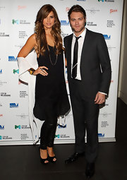 Vogue Williams looked stunning in a loose straight cut dress that emphasized her thin frame and gorgeously tanned skin.