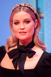 Laura Whitmore looked boho-glam with her center-parted waves at the 2018 MTV EMAs.