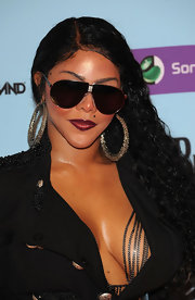 Lil Kim simply let her black curls down for the MTV Europe Music Awards.