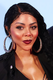 Lil Kim painted her lips with dark red lipstick for the 2009 MTV Music Awards.