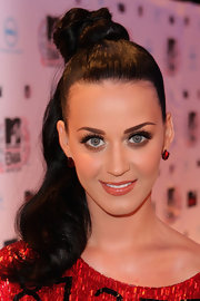 Katy Perry perfectly matched her sequined dress with sparkling red earring studs. They were the perfect finish to her sleek ponytial.