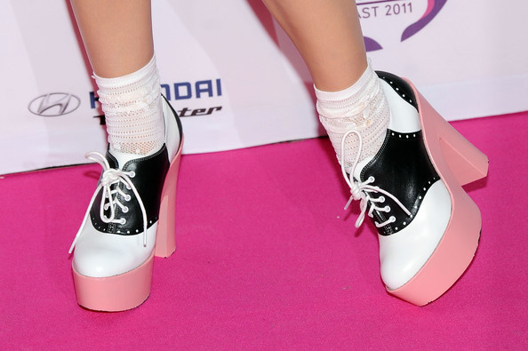 More Pics of Katy Perry High Heel Oxfords (4 of 17) - Oxfords Lookbook - StyleBistro [footwear,pink,shoe,leg,ankle,human leg,high heels,joint,plimsoll shoe,calf,mtv europe music awards,shoe detail,belfast,northern ireland,odyssey arena,katy perry,arrivals]