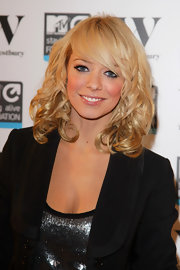 Liz Mcclarnon looked like a doll with this high-volume curly hairstyle.