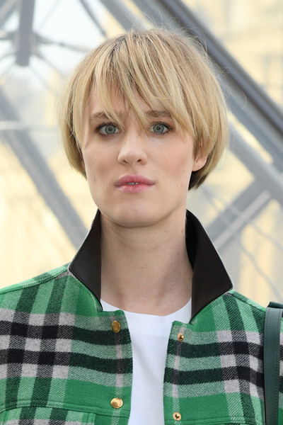Mackenzie Davis Bowl Cut [hair,face,hairstyle,blond,head,bangs,forehead,bob cut,plaid,hair coloring,mackenzie davis,part,paris,france,louis vuitton,paris fashion week womenswear fall,photocall - paris fashion week womenswear fall]