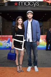 For a pop of color to her monochrome ensemble, Anna Kendrick accessorized with an electric-blue crocodile tote by Stalvey.