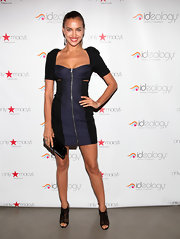 Irina Shayk accented her sizzling style with a sleek black clutch.
