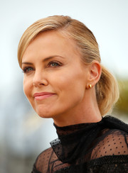 Charlize Theron kept it simple and youthful with this ponytail at the 'Mad Max: Fury Road' Cannes photocall.