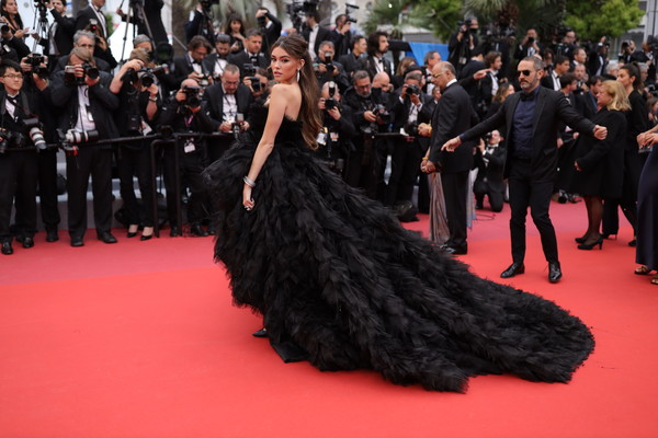 Madison Beer Strapless Dress [red carpet,dress,carpet,premiere,event,fashion,gown,flooring,haute couture,strapless dress,madison beer,dolor y gloria,douleur et glorie,screening,cannes,france,red carpet,the 72nd annual cannes film festival]