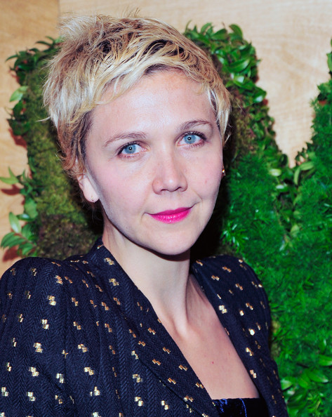 Maggie Gyllenhaal Messy Cut [hair,face,hairstyle,eyebrow,blond,beauty,lip,long hair,smile,pattern,maggie gyllenhaal,new york city,museum of modern art,party in the garden]