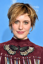 Greta Gerwig went grunge-chic with this messy cut at the photocall for 'Maggie's Plan.'