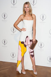 Toni Garrn successfully balanced classy and comfortable in a swingy silk number with bright pops of color by the hem.