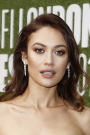 Olga Kurylenko polished off her look with a pair of dangling diamond earrings by Bulgari.