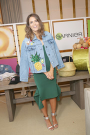 Mandy Moore went for glamorous styling with a pair of silver ankle-cuff sandals by Aquazzura.
