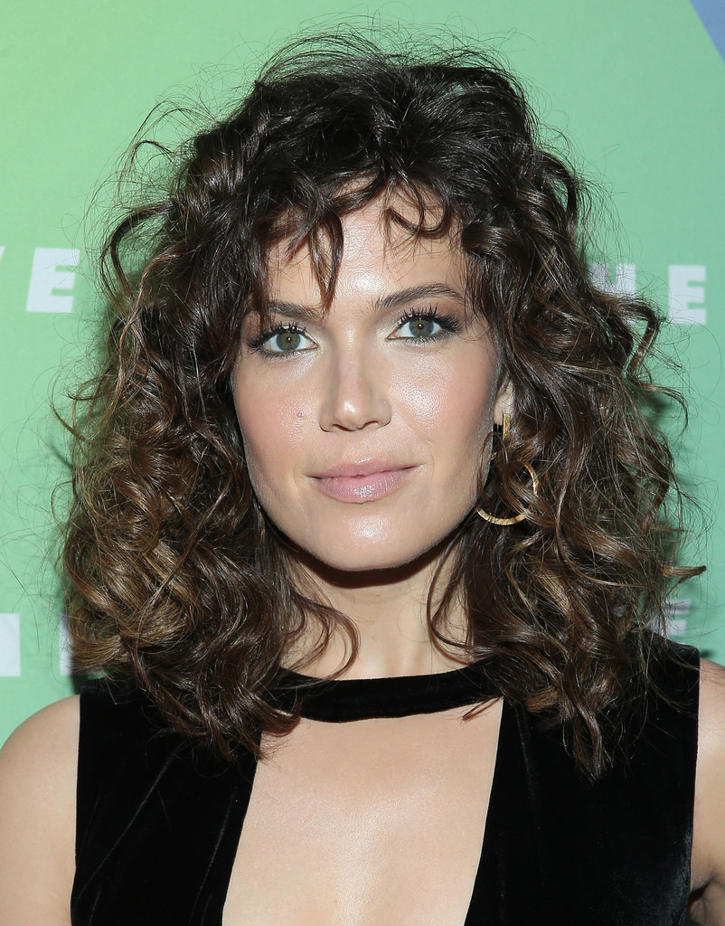 Mandy Moore Medium Curls With Bangs Mandy Moore Looks