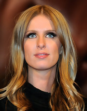 Nicky Hilton paired her natural makeup with high voltage false lashes. The lengthy lashes really gave her look some pop.