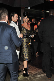 Katy Perry completed her outfit with black wedge boots.