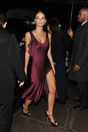 Emily Ratajkowski chose a pair of gold platform sandals by Brian Atwood to complete her look.