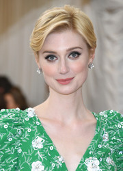 Elizabeth Debicki looked simply lovely with her short side-parted 'do at the 2016 Met Gala.
