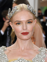 For her beauty look, Kate Bosworth embraced color with a combination of peach and gold eyeshadow.