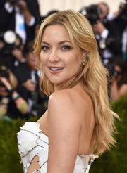 Kate Hudson wore her hair down with a center part and gentle waves during the Met Gala.