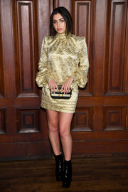 Charli XCX shone in a patterned gold cocktail dress at the Marc Jacobs Spring 2018 show.