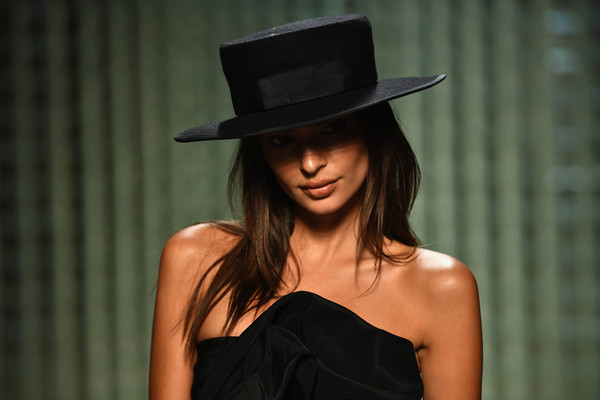 More Pics of Emily Ratajkowski Tube Top (2 of 8) - Tops Lookbook - StyleBistro [clothing,hat,beauty,fashion,model,headgear,fashion accessory,black hair,fedora,little black dress,marc jacobs spring 2019 runway front row,marc jacobs,emily ratajkowski,front row,new york city,new york fashion week,the shows at park avenue armory]