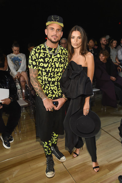 More Pics of Emily Ratajkowski Tube Top (5 of 8) - Tops Lookbook - StyleBistro [fashion,event,fashion design,fashion show,dance,marc jacobs spring 2019 runway front row,marc jacobs,charly defrancesco,emily ratajkowski,front row,new york city,new york fashion week,the shows at park avenue armory]