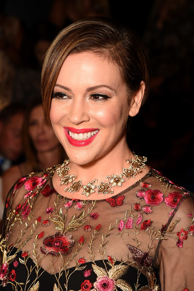 Alyssa Milano wore her hair short and straight with a side part at the Marchesa fashion show.