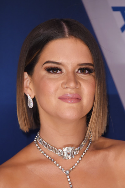 Maren Morris Dangling Diamond Earrings [hair,face,eyebrow,hairstyle,chin,beauty,blond,lip,forehead,electric blue,arrivals,maren morris,cma awards,nashville,tennessee,bridgestone arena]
