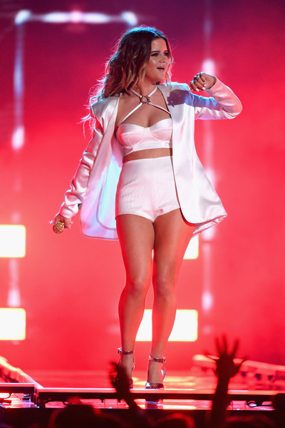 Maren Morris Short Suit [performance,entertainment,thigh,performing arts,leg,stage,public event,beauty,fashion,event,maren morris,billboard music awards,las vegas,nevada,mgm grand garden arena,show]