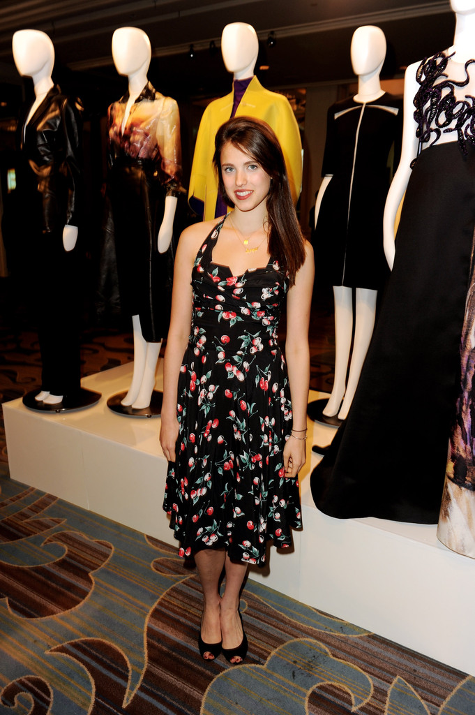 Margaret Qualley chose a fun cherry print dress with a retro-style neckline at '