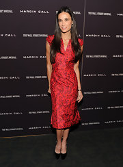 Demi Moore wore a crisp taffeta cocktail dress with a subtle abstract print and a delicate v-neck.