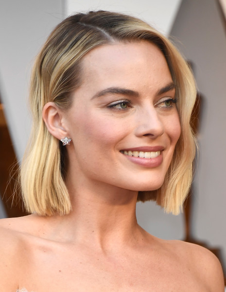 Margot Robbie Diamond Studs [hair,face,hairstyle,eyebrow,blond,chin,skin,beauty,forehead,lip,arrivals,margot robbie,academy awards,hollywood highland center,california,90th annual academy awards]