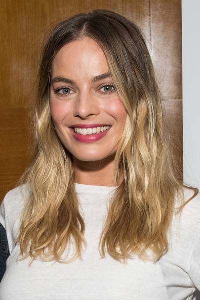 Margot Robbie Ombre Hair [once upon a time,hair,face,blond,hairstyle,eyebrow,brown hair,lip,chin,long hair,layered hair,australians in film host screening of ``once upon a time in hollywood,margot robbie,film screening,hollywood,beverly hills,california,writers guild theater]