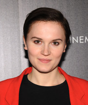 Veronica Roth opted for a simple short side-parted 'do when she attended the New York screening of 'Divergent.'