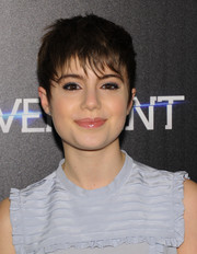 Sami Gayle didn't need much more than some lipgloss and gray eyeshadow to look oh-so-pretty.