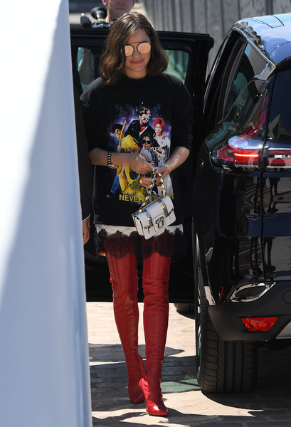 Marion Cotillard Graphic Tee [photo,car,footwear,fashion accessory,tights,jeans,sunglasses,vision care,fashion,leg,shoulder,marion cotillard,anne-christine poujoulat,french,afp,cannes film festival,photocall,70th anniversary]