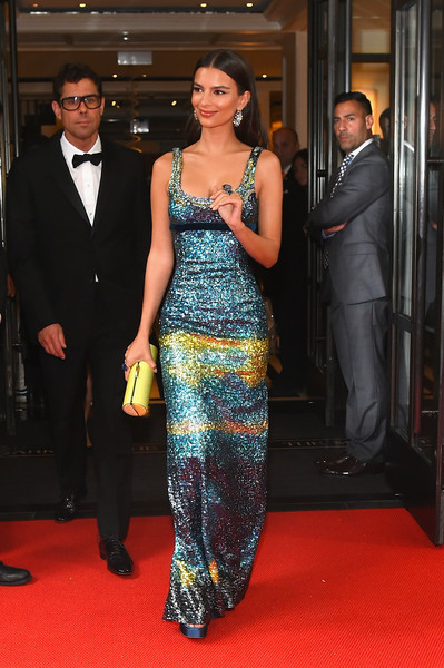 More Pics of Emily Ratajkowski Tube Clutch (2 of 3) - Clutches Lookbook - StyleBistro [comme des gar\u00e7ons: art of the in-between,red carpet,carpet,clothing,fashion,premiere,flooring,dress,event,formal wear,fashion model,mark hotel celebrates,emily ratajkowski,rei kawakubo,mark hotel,new york city,met gala]