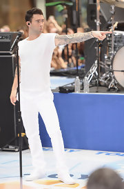 Adam Levine wore white-on-white on stage in his Levi's ensemble.