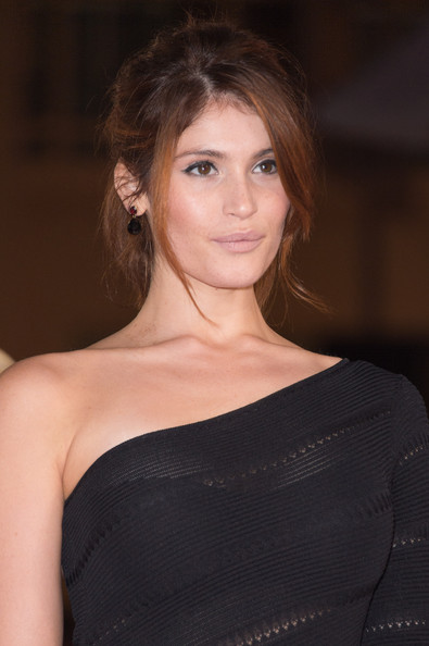 More Pics of Gemma Arterton One Shoulder Dress (5 of 9) - Gemma Arterton Lookbook - StyleBistro