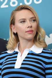 Scarlett Johansson looked pretty with her shoulder-length waves at the Venice Film Festival photocall for 'Marriage Story.'